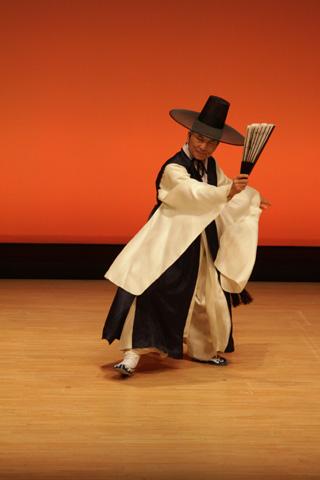 李貞愛舞踊団
