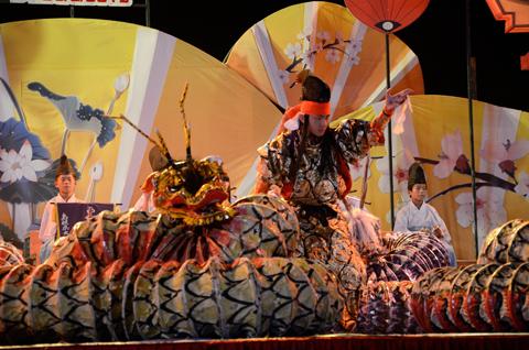 ベトナム・ホイアン祭り公演